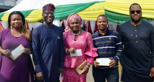 Dr. Muyiwa Gbadegesin, MD/CEO. LAWMA (2nd left); Chairman, LAHA Committee on the Environment, Hon. Desmond Elliot (r);and three PSP operators: Mrs. Titilola Bolaji (Dopec Nig. Entre.) (L); Mrs. Olanrewaju Lawal (Temmy Ventures)(m); and Mr. Adeshina Samuel (Gbogunboro Comm. Agencies)(2nd right), after receiving consolatory cheques for their burnt compactors while on active duty, at the LAWMA/PSP's end of the year interactive session, at its zonal office, at Ogudu-Lagos recently.